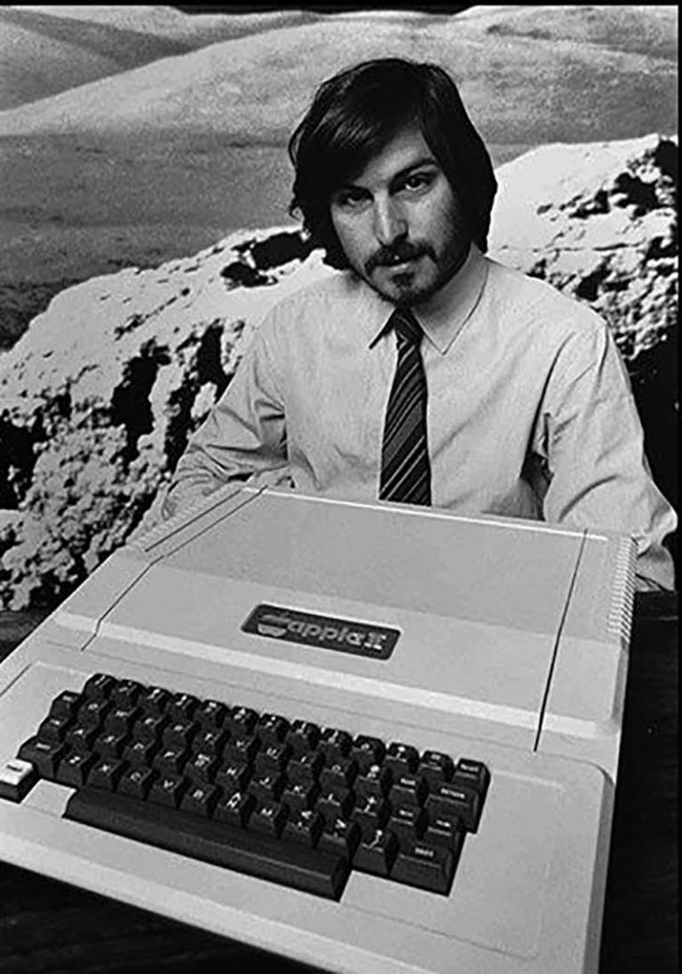 Steve-Jobs-in-1977-introduces-the-new-Apple-II-computer